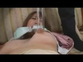 キモ男に色白巨乳を侮辱され掃除機で乳房を吸われる人妻w