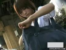 【パンチラ盗撮】高性能小型カメラで可愛い女子校生のミニスカの中を激写