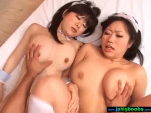 巨乳メイド2人組と夢のようなセックス体験