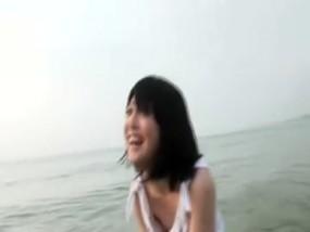 清楚で可愛すぎるショートヘア女子大生をビーチでドキドキファック