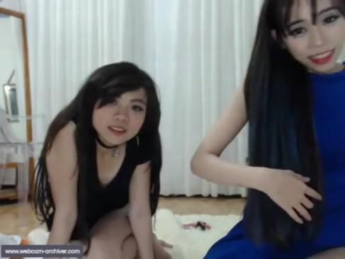韓国学生がノリでウェブカメラに向かって裸とオナニー公開w