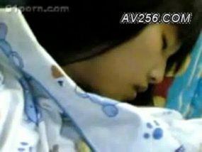 【無・注意】韓国カップルがスマホで彼女のアソコにビン突っ込ませてる映像