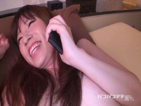寝取り!美人JDに携帯で彼氏に電話させながらセックス