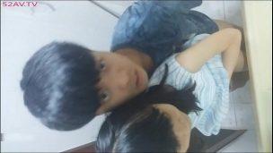 韓国カップルがトイレでスマホ自撮り!オンラインでセックス公開www