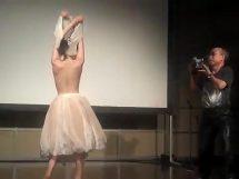 荒木カメラマンが撮影した裸のバレリーナの問題エロ映像