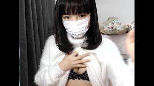 【ライブチャット】マスクとっても絶対可愛い女神がエロポーズとりながら最後はパンツ脱いでくれる映像