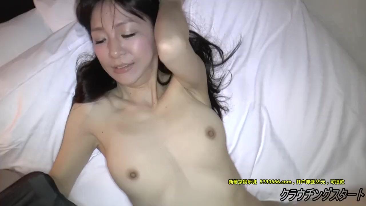 【無修正】43歳の可愛すぎる黒パンスト美女が敏感生まんこの奥まで挿入されてイキ顔
